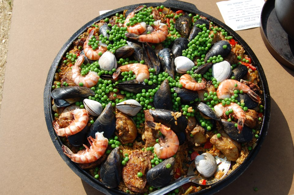 dave-herzog-paella-in-sutch-oven-lid